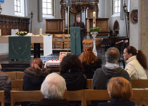 Zondag - De parochianen van Sint Laurentius krijgen toelichting bij de werken in de kerk